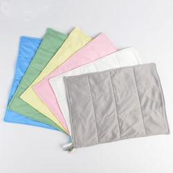 На заводе в фармацевтической фабрики GMP практикум чистой тканью Dust-Free полотенце