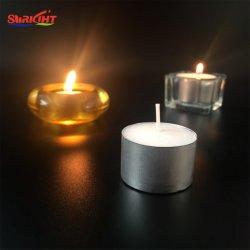 다른 색깔 촛대를 위한 차 빛