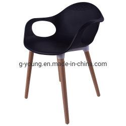 「 Plastic Swan Dining Chair 」 - モダンなカフェ、「 Black Dining Room Chairs