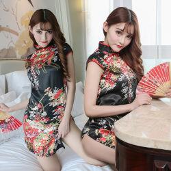 Fancy Cheongsam com bordados Sexy vestido de tonificação flertar Cheongsam Quente