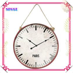 단순한 원형 금속 벽 시계 장식