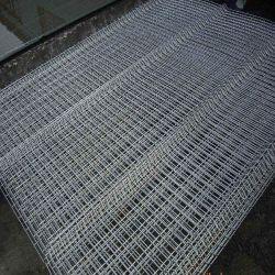 農場のための溶接された熱い浸された電流を通された鋼線の網の柵か運動場または庭または芝生またはプール
