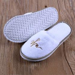 Los hijos adultos de terciopelo con bordados personalizados de poli planteó el logotipo de la parte inferior de grano cómodas zapatillas