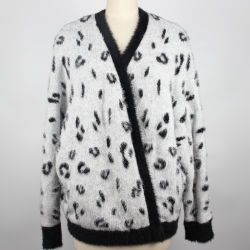긴 소매 V 목 스웨터를 뜨개질을 해 카디건 여자가 다모 표범 자카드 직물 숙녀에 의하여 뜨개질을 했다