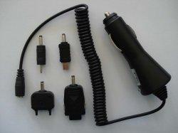 Мобильный телефон универсального автомобильного зарядного устройства