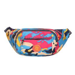 Il pacchetto di Fanny di nylon variopinto stampato promozionale di disegno mette in mostra il sacchetto della vita della cinghia
