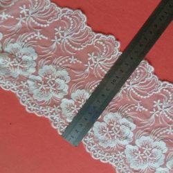 Het zachte Huishouden van de Textiel van de Melk Zijde Geborduurde Kledende handelt de Rol van Kleding en Toebehoren