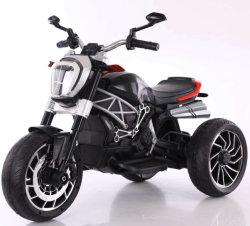 모터 자전거가 차에 아기 전기 탐에 의하여 농담을 한다
