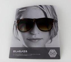 Colgador gafas Tarjeta para estantería mostrando con cara de mujer