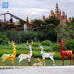 La resina Elk-Shaped Hand-Painted colorida escultura utilizado en el parque de diversiones en el interior de la familia