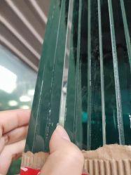 زجاج متبل بالألوان من إنتاج شركة صينية محترفة مقاس 6,38 مم، 8,38 مم، 10,38 مم، 12,38 مم، و12,38 مم، وللسلامة من الألوان