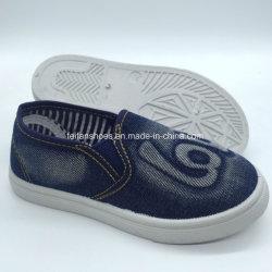 高品質の子供のジーンズの注入の偶然のズック靴(HH18511-18)