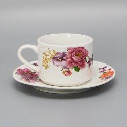 Красивыми керамическими фарфоровые чашки и форму диска для приготовления чая