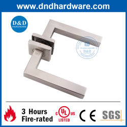 SS304 Hardware de la puerta de la empuñadura de puerta en puerta de madera (DDTH019)