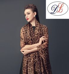 2017 nouveau style de Lady Leopard Imprimer foulard en soie 100%