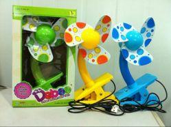 Baby-funktionierte Minischaumgummi-Schaufel-Klipp-Ventilator mit LED-Licht ohne LED-Licht durch die 2 AA-Batterie mit USB-Kabel-nachladbaren Ventilator-Baby-Spielwaren