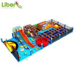 Terrain de jeux intérieur Kids jouet avec diapositives volcanique et piscine gonflable