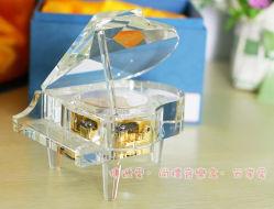 Nette Kristallklavier-Spieluhr