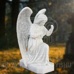 La sculpture en pierre statue en marbre de la belle agenouillé Angel