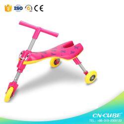 Stuk speelgoed 3 van kinderen de Jonge geitjes die van Wielen Fiets met Goedgekeurd Ce glijden
