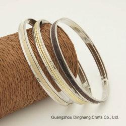 Form galvanisieren u. Elektrophorese drei Stücke schwarze Schimmer-/Gold-Glittery /Gold Pyramide PU-lederne Armband, diefür Unisexschmucksache-Armband-Schmucksachen eingestellt werden