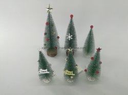 Albero di pino dell'albero di Natale il mini con la base di legno DIY si dirige la decorazione del piano d'appoggio per alberi glassati artificiali del sisal di natale i piccoli