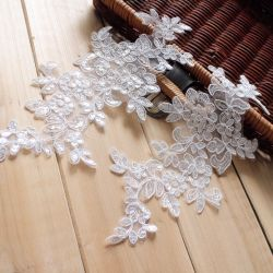 Wedding Dressのための白いアフリカのFlower Embroidery Lace Applique
