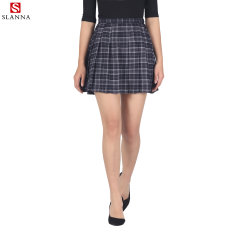 夏の短い大人ヤーンは格子縞の小型プリーツをつけられた小切手のスカートを染めた