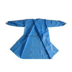 Precio más barato disponible bata quirúrgica CPE CPE de protección de plástico operación médica bata bata