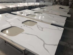 Qt401 paste China Countertop van de Keuken van de Grootte Plak van de Steen van het Kwarts Calacatta van de Prijs van de Tegel van de Bovenkant van de Lijst de Gouden Marmeren Witte aan