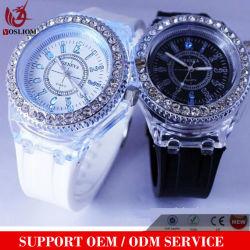 Mens cristal de diamant Genève femmes lumière LED 7 couleurs Watch unisexe gelée de silicone Candy Fashion pinte #V564