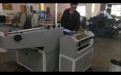 기계에 있는 단단한 덮개 책장