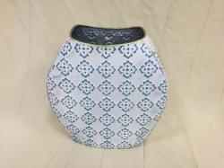 Vaso blu e bianco del metallo di colore per la decorazione domestica