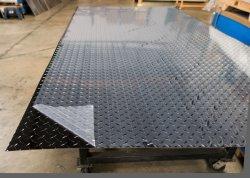 3-5棒アルミニウムか明るいポーランド語または黒い表面が付いている非アルミニウム合金のダイヤモンドの踏面またはチェック模様の金属板の1001 3003 3mm 5mm 10mmシートの在庫