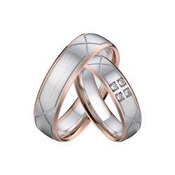 Clásico de la boda anillos de acero inoxidable 316L con Rosa decoración chapado en oro.
