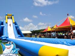 Gaint Escorrega inflável flutuante para jogos de desporto