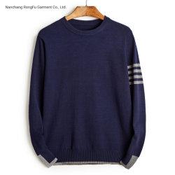 De lange Koker om Hals breit de Sweater van Mensen
