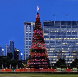 2021 Prelt Big Artificial colorato Grant pieghevole LED Outdoor Natale Alto albero con luci e PVC rami decorazione