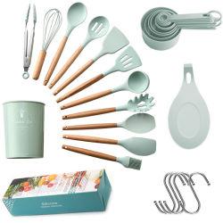 Conjunto de utensílios de cozinha de Silicone coloridas com pega de madeira com a cesta