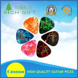 Kundenspezifisches Großhandelszelluloid-Nylon/elektrische/hölzerne/rostfreie Steel/POM/Thumb Gitarren-Auswahl mit buntes Firmenzeichen gedruckten doppelten Seiten