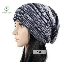 女性の人のための新しい方法編む冬の暖かいキャップ
