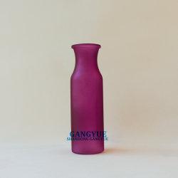La couleur rouge à col moyen vases en verre dépoli coloré de la taille