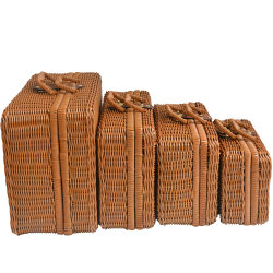 昇進のギフトのハンドメイドの藤の枝編み細工品によって編まれるワインの箱のバスケット