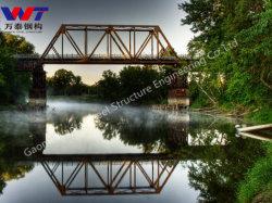 Ponte Di Acciaio Truss Alto Sopra Il Ponte Del Fiume