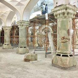 半透明なバックライトを当てられた緑のオニックスのヒスイの大理石のローマのコラムの柱