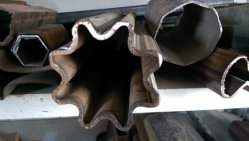 La meilleure qualité figuré ou irrégulière de tuyaux en acier tube en acier