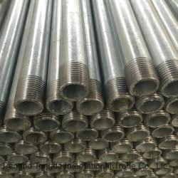 Les extrémités filetées de tuyaux en acier galvanisé et fiche femelle les extrémités du tuyau de feux de croisement en acier galvanisé à chaud