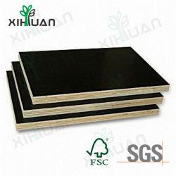 der 18mm Großverkauf-Produkte Brown/schwarzer Film stellten Furnierholz/Shuttering Furnierholz gegenüber