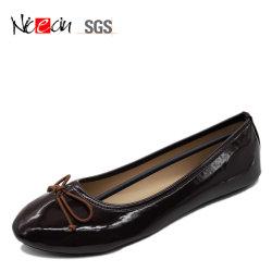 Bowknotの円形のつま先の光沢のある服靴の女性のバレエの平らな靴の快適なスリップ