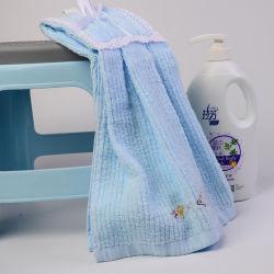 De creatieve Leuke Hangende Handdoek van het Kant heeft het Super Absorbeermiddel van het Borduurwerk van de Bloem